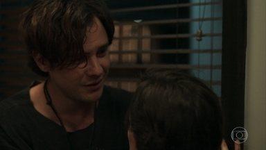 Gael se desespera quando Clara fala em separação - Ele se arrepende por ter discutido com a esposa e tenta se desculpar