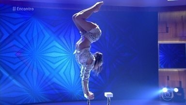 Contorcionista do Cirque du Soleil se apresenta no 'Encontro' - Luliia Myhailova é ucraniana e está em turnê com o espetáculo 'Amaluna'