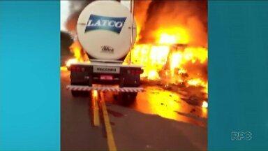 Justiça reabre inquérito de acidente que matou 21 pessoas na PR-323 - Hoje completa um ano do acidente. Batida entre um caminhão e um ônibus deixou outras 10 pessoas feridas.