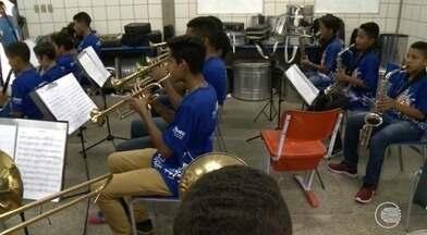 Projeto de escola da Zona Sul transforma a vida de jovens e crianças com a música - Projeto de escola transforma a vida de jovens e crianças com a música