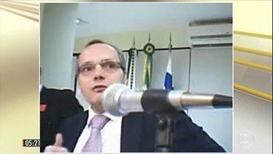 Lúcio Funaro reafirma que Michel Temer recebeu R$ 2,5 milhões de esquema no FGTS - Em novo depoimento à Justiça, o delator da Lava Jato reafirmou que o presidente recebeu o dinheiro em um esquema que desviou dinheiro do fundo.