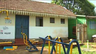 Prefeitura de cascavel notifica moradores que ocupam irregularmente imóveis da Cohapar - Essa história começou com a prisão de Maria Paraguaia. Ela vivia em uma das casas.