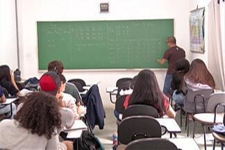 Alunos de escola estadual participam de aulão do Enem - Procura por cursinhos da região foi grande nos últimos dias.
