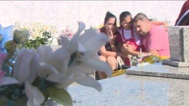 Cemitérios de Florianópolis recebem milhares de visitantes neste feriado - Cemitérios de Florianópolis recebem milhares de visitantes neste feriado