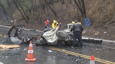 Cinco pessoas morrem em acidente na BR-381, em Timóteo, MG - Cinco pessoas morrem em acidente na BR-381, em Timóteo, MG