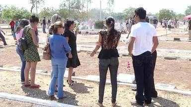 Movimentação nos cemitérios de Palmas começou cedo no Dia de Finados - Movimentação nos cemitérios de Palmas começou cedo no Dia de Finados