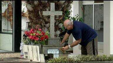 Quinta-feira (2) começou com muitas homenagens em cemitérios Gurupi - Quinta-feira (2) começou com muitas homenagens em cemitérios Gurupi
