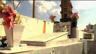 oradores de Petrolina prestam homenagens aos mortos nos cemitérios da cidade - Os principais cemitérios da cidade, o Campo da Paz e Campo das Flores, receberam milhares de visitantes no feriado do Dia de Finados.