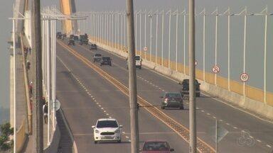 Feriado tem movimentação intensa nas saídas de Manaus - Pelo menos 30 mil carros devem deixar capital nesta quinta-feira (2).