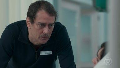 Edgar pergunta o que Lica tomou na festa - Lica afirma que não se lembra de nada