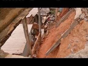 Idosa fica ferida após parte de terreno de uma casa ceder em Valadares - Incidente ocorreu no Bairro Carapina.