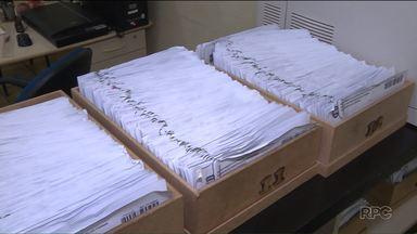 Mais de dez mil documentos estão parados nos institutos de identificação de Curitiba - Os documentos foram esquecidos por quem pediu. Alguns estão parados há cinco anos!