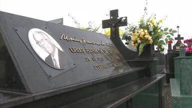 Dia de Finados é movimentado em Barbacena - Cemitérios ficaram cheios e missas foram celebradas durante todo o dia.