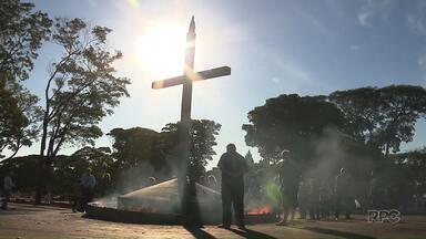 Cemitério Municipal ficou lotado para homenagens no Dia de Finados - Estimativa é de que 150 mil pessoas passem pelo local durante o fim de semana prolongado
