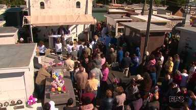 Centenas de moradores participaram de missas nos cemitérios de Guarapuava hoje - Confira como foi o Dia de Finados na cidade.