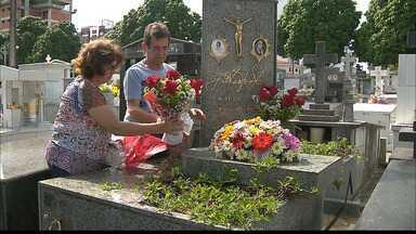 JPB2JP: Dia de saudades e de emoção nos cemitérios da Capital - Veja como foi a movimentação neste Dia de Finados.