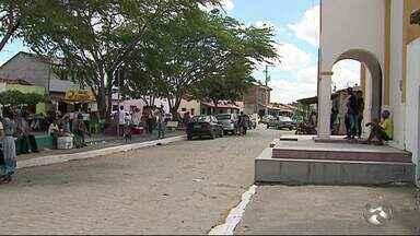 Cemitérios da Zona Rural de Caruaru registraram movimento intenso - Data marca o Dia de Finados