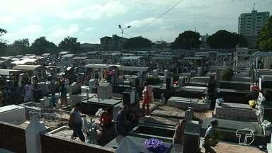 Dia de Finados leva centenas de santarenos aos cemitérios - A data provoca comoção e saudade em quem já perdeu entes queridos.
