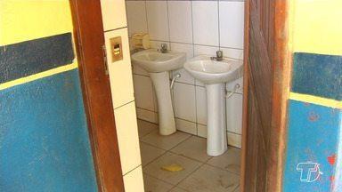 Falta de banheiros em praças de Santarém tem causado transtornos aos frequentadores - O município conta com 46 praças em 27 bairros. Quando não há falta de banheiros, os que têm estão deteriorados.