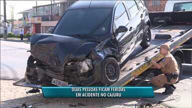 Duas pessoas ficam feridas em acidente de carro, em Curitiba - O acidente foi na nesta manhã(03), entre um carro e um ônibus da linha colombo-São José, no bairro Cajuru