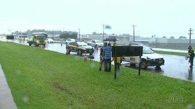 Homem de 61 anos morre atropelado na BR-277 - O acidente aconteceu quando o homem tentava atravessar a rodovia.