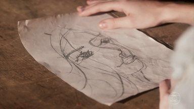 Geraldo mostra o desenho de Inácio que encontrou - Ele convence Maria Vitória de que o rapaz pode estar vivo