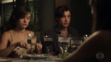 Gael pede para que para Sophia não fale sobre as esmeraldas - Clara diz estar feliz por voltar a estudar