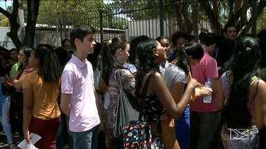 Candidatos correm contra o tempo para fazer prova do Enem em São Luís - Domingo foi marcado na capital pelo primeiro dia de provas.