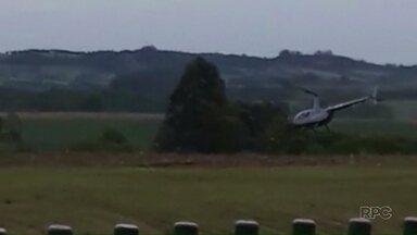 Helicóptero bate na rede elétrica e cai no oeste do Paraná - Um vídeo gravado por um morador de Boa Vista da Aparecida, no oeste do Paraná, mostra o momento da queda.