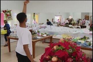 Casa do Menor realiza bazar em Uberlândia - O objetivo é arrecadar fundos para pagar as despesas mensais da instituição. E em parceira com um projeto, um bailarino já está com viagem marcada para Mônaco.