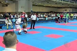 Edmundo Carmo, do Kickboxe, é eliminado de competição na Hungria - Atleta do Alto Tietê enfrentou atleta húngaro Mohlar Lazlo. Edmundo foi eliminado por decisão técnica dividida.