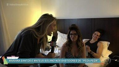 'Vídeo Show' invade camarim de 'Pega Pega' - Veja como são feitas as cenas de praia da novela das sete