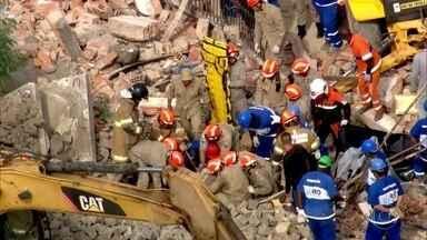 Desabamento de muro mata 1 pessoa e fere 7 em Benfica - Peritos verificaram que havia muito material encostado no muro e que peso causou desabamento.