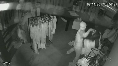 Bandidos invadem loja de União da Vitória e levam mais de R$ 90 mil em mercadorias - É a segunda vez que o local é assaltado este ano.