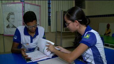 Estudantes se preparam para 2º dia de prova do Enem - Muitos alunos participam de aulões e resolução de questões em grupo