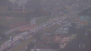 Chuva em Belo Horizonte complica o trânsito na cidade - Não há previsão de chuva forte, nesta quinta-feira, mas o tempo fica instável.