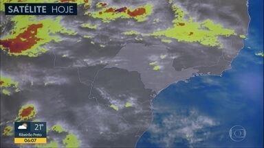 Capital tem frente fria e pancadas de chuva durante a tarde - Fim de semana também terá pancadas de chuva.TELAS TEMPO