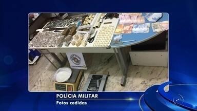 Dez pessoas são presas por tráfico de drogas em bairro de Araçatuba - Dez pessoas foram presas em flagrante por tráfico de drogas em Araçatuba (SP), na noite desta quinta-feira (9).