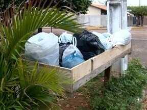 Moradores reclamam de problemas na coleta de lixo em Presidente Epitácio - Prefeitura informou que os trabalhos são realizados por setores.
