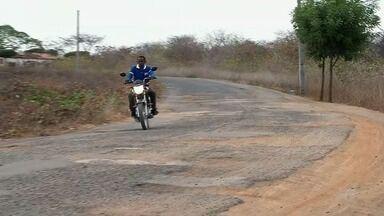 Moradores cobram melhorias nas estradas que ligam os distritos de Sobral - Confira mais notícias em G1.Globo.com/CE