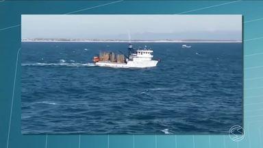 Marinha continua as buscas pelos desaparecidos no naufrágio de embarcação em Angra, RJ - Vinte e três pessoas estariam a bordo da embarcação pesqueira Nossa Senhora do Carmo I. 18 delas já foram resgatadas. Cinco seguem desaparecidas.