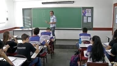 Estudantes de Corumbá apostam na revisão para se saírem bem no Enem - Estudantes de Corumbá estão revisando o conteúdo para se saírem bem no Exame Nacional do Ensino Médio (Enem). Domingo (12), será a segunda e última prova.