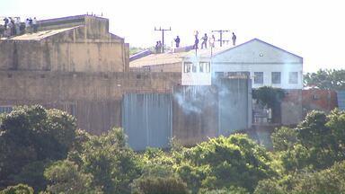 Agentes penitenciários continuam reféns dos presos em rebelião de Cascavel - A polícia suspendeu na tarde desta sexta-feira as negociações