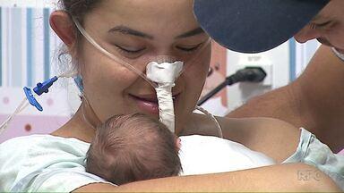 Mãe que teve filho em coma vê o bebê pela primeira vez no hospital - Treze dias depois do parto de risco, feito numa cirurgia de emergência, a Kézia pôde finalmente conhecer o bebê Miguel.