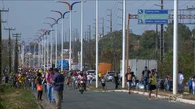 Trânsito na Avenida dos Portugueses, em São Luís, é bloqueado por sindicalistas - O trânsito na Avenida dos Portugueses ficou bloqueado por 5h nesta sexta (10) por trabalhadores e sindicalistas.