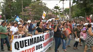 Manifestantes fazem protesto em Campina Grande - Mobilização foi contra a Reforma Trabalhista