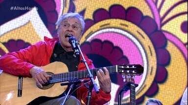 Caetano Veloso conta como criou ''Alegria, alegria'' - Ele conta que não é sua música favorita e canta com os filhos