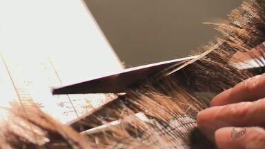 Reeducandas do CR de Rio Claro fazem perucas para pacientes com câncer - Material é distribuído pela ONG Grupo Mais Vida.