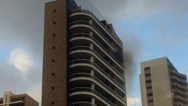Fogo atinge prédio em Fortaleza e assusta moradores - Confira mais notícias em G1.Globo.com/CE
