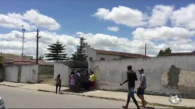 Trio invade igreja evangélica durante culto e rouba celular e dinheiro dos fiéis - Vítimas informaram que os criminosos se passaram por fiéis antes de anunciarem o assalto.
